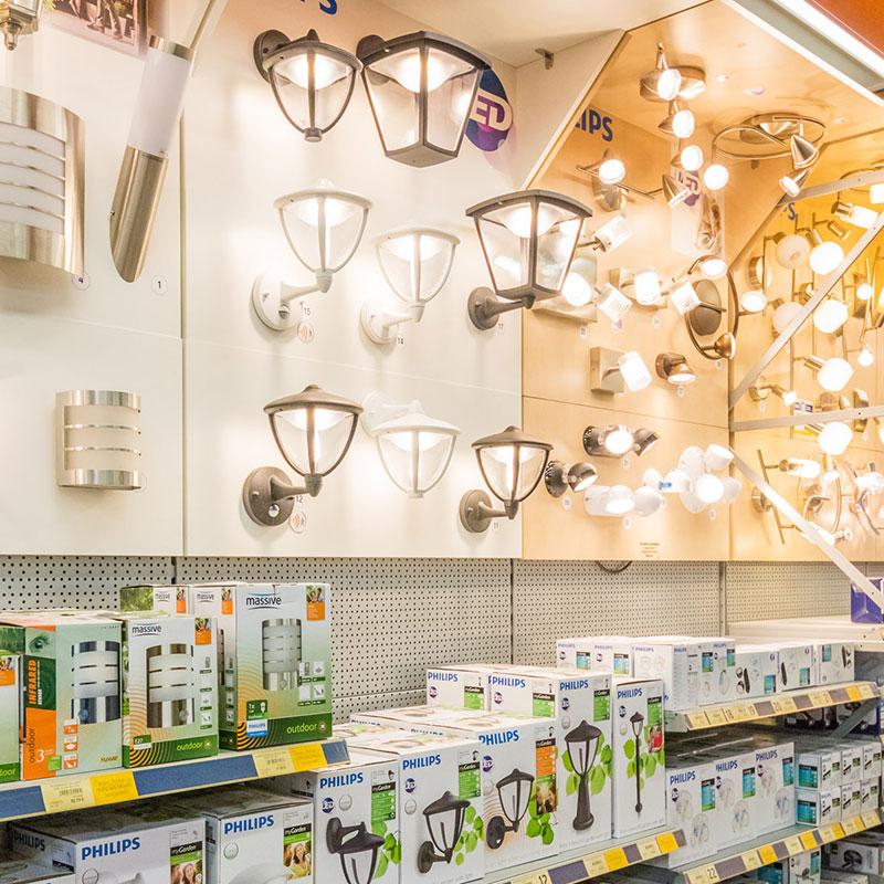 Lampen-Abteilung in Velden
